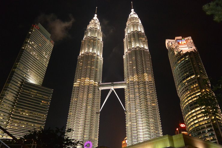 7d. Petronas Twin Towers