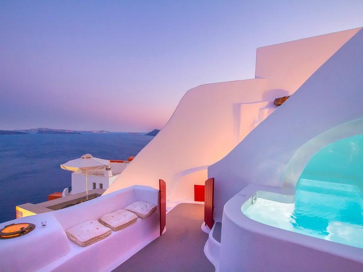 2018: Hector Cave House, Santorini, Greece