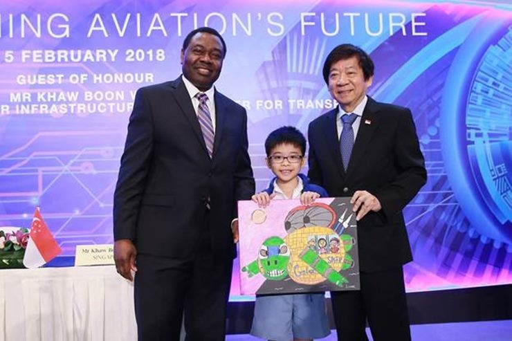 ICAO Council President Dr. Olumuyiwa Benard Aliu (left), and Singapore's Minister for Transport  Mr. Khaw Boon Wan (right), formalized a Memorandum of Understanding between ICAO and Singapore for a new five-year, six million dollar programme
