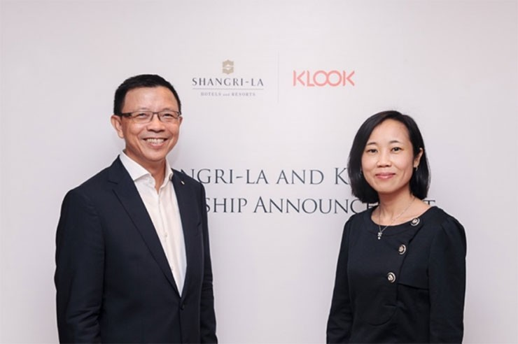 Wee Kee Ng, VP, Loyalty and Partner Marketing, Shangri-La and Anita Ngai, Chief Revenue Officer, Klook announce strategic partnership today