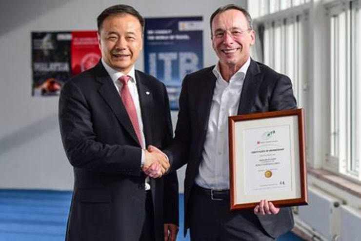 WTA's Secretary-General, Mr. Liu Shijun and Dr. Martin Buck, Senior Vice President, Travel & Logistics Messe Berlin