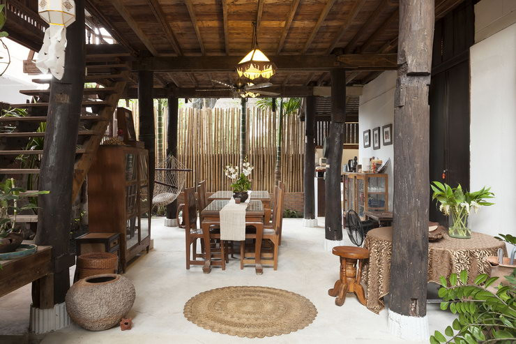 A wooden house in Chiang Mai is one of the selections of the international travelers in Thailand