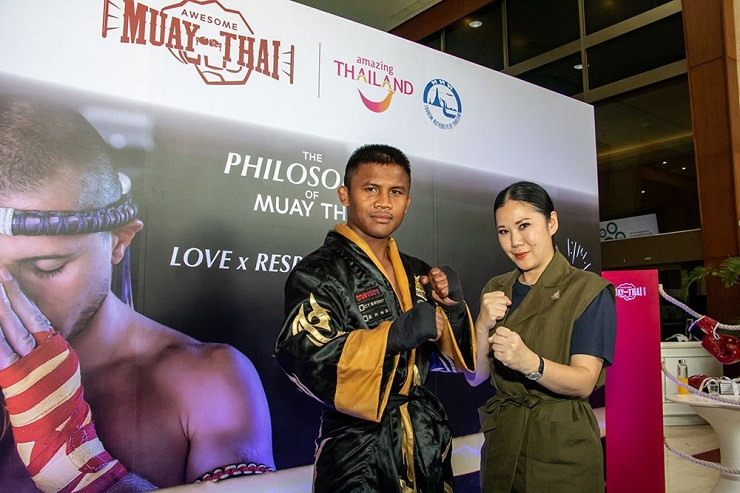 "Thai kickboxer Buakaw Banchamek (left) and Ms. Thapanee Kiatphaibool, TAT Executive Director of Tourism Products Department (right) at recent press launch of the ""Awesome Muay Thai"" directory."