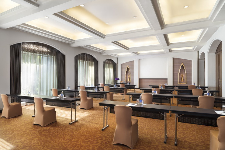 Anantara Siam Bangkok Hotel - Physically Distant Monthathip Classroom