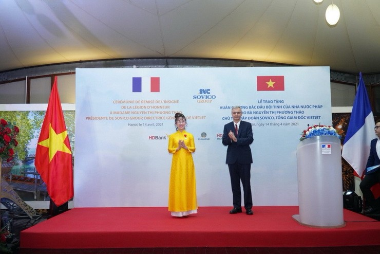 Vietjet President and CEO, Nguyen Thi Phuong Thao and French Ambassador, Nicolas Warnery