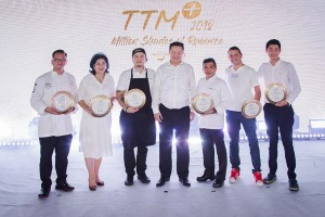 From left: Chef Thaninthorn Chantrawan from Chim by Siam Wisdom; Chef Srirat Sripinyo from Sri Trat; Chef Napol Jantraget from '80/20'; Mr. Yuthasak Supasorn, TAT Governor; Chef Phanuphan Manthananonth from the Chefs' Association of Pattaya City & East Coast; Chef Luca Appino from Pizza Massilia; and Chef Chaisiri Tassanaka john on behalf of Chef Thitid Tassanakajohn from BAAN