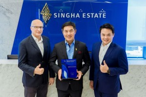 From left: Dirk De Cuyper, Chief Hospitality Officer of S Hotels & Resorts Inter Co., Ltd., Singha Estate PCL; Naris Cheyklin, Chief Executive Officer of Singha Estate PCL.; Mr. Thiti Thongbenjamas, COO of Crossroads, Maldives, Singha Estate PCL.