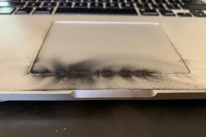 15-inch MacBook Pro Damaged - Photo by Steven Gagne published on his page on Facebook.