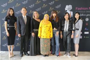 (From left to right): Panitnart Yeampeka, Celebrity; Bundit Srivallapanondh, Managing Director of Daikin; Sabine G. Lamberts, General Manager of Santiburi Koh Samui; Patimoh Sadiyamu, Deputy Governor of Narathiwat; Kai Ukas, Thai Fashion Icon; Awika Chaengchenkit, Senior Executive, Red Bull & Siam Winery; Nakwan Rayananonda, Celebrity