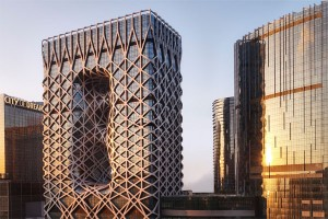 Designed by the late Dame Zaha Hadid DBE – legendary architect and the first woman to be awarded the prestigious Pritzker Architecture Prize, Morpheus hotel at City of Dreams is the world's first free-form exoskeleton-bound high-rise architectural composition.