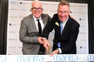 Mantra Group's Executive Director of Operations Mark Hodge with Albury Mayor Kevin Mack cut the ribbon at Mantra Albury Hotel