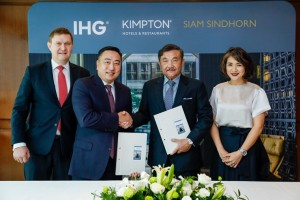 From left to right: MR. Kenneth Macpherson, Chief Executive Officer, Europe, Middle East, Asia and Africa, IHG; MR. Clarence Tan, Managing Director South East Asia and Korea, IHG; MR. Chalaluck Bunnag, Managing Director SIAM SINDHORN; MRS. Chonpreya Pacharaswate, Director, Hotel, SIAM SINDHORN
