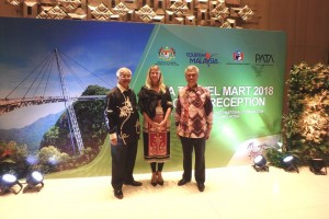 Dato Hj Azizan bin Noordin, CEO Langkawi Development Association and Dato Mohmed Razip Hasan, Debuty Director General, Malaysia Tourism Promotion Board with Rika Jean-François, ITB Berlin.