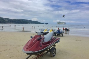 Patong beach, Phuket  (photo:AJWood)