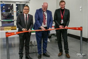 T. Armstrong Changsan, Ambassador of India to Iceland; Björn Óli Hauksson, CEO, Isavia; and Skúli Mogensen, CEO, WOW air, cut the ribbon to officially launch WOW air's new service from Keflavik to Delhi.