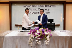 Mr. Alejandro Capo, Principal illa Bimini (left) and Mr. Ho Kwon Ping, Executive Chairman, Banyan Tree Hotels & Resorts (right) at the signing ceremony