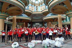 Sunway Resort Hotel & Spa's volunteers for World Cleanup Day 2020.