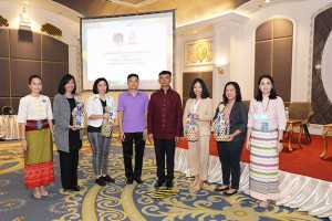 Kittithas Nasan, Community based tourism promotion unit director at the Community Development Department (fourth from left), and Sompong Arjnarong, Community development officer, senior specialist at the Community Development Department (fifth from left) together with local hosts.