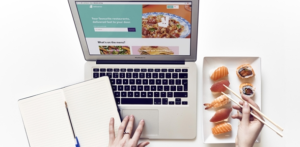 Αποτέλεσμα εικόνας για TripAdvisor and Deliveroo announce agreement bringing restaurant delivery services to travelers